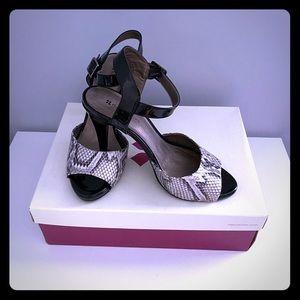 🆕 Naturalizer Black heels sandals - Size 7